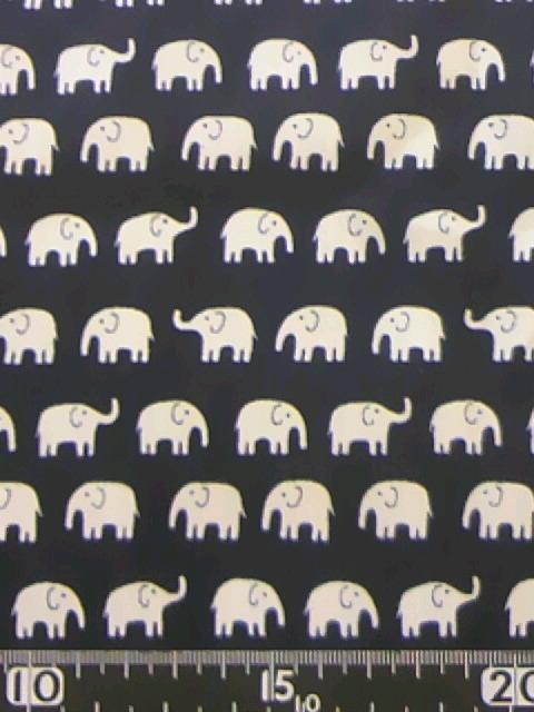 紺地ゾウ柄の布地