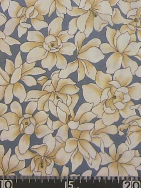 青地コブシの花柄の布地
