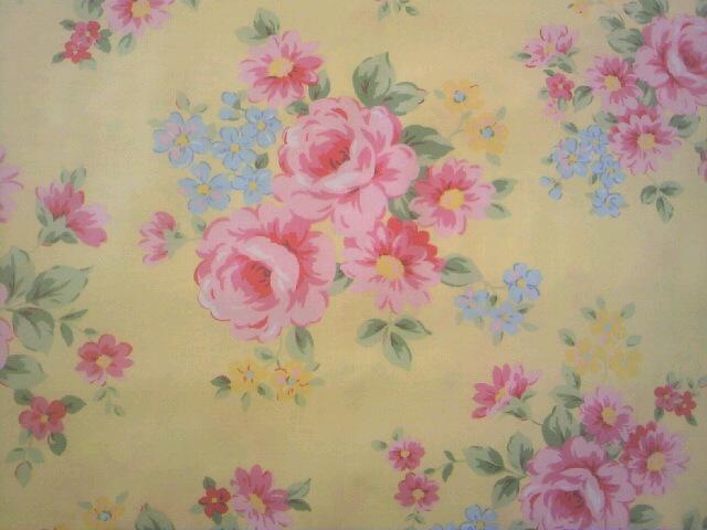 黄色いバラ柄の布地