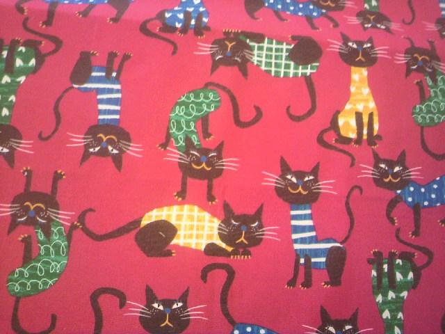 赤地猫柄の布地