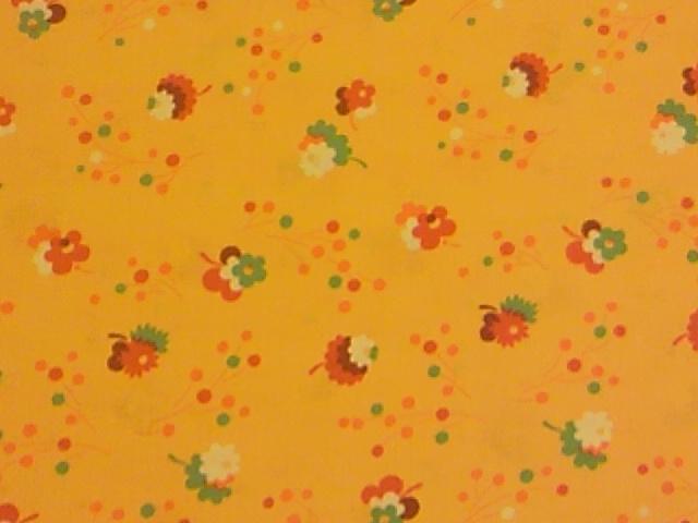 黄色地花柄の布地