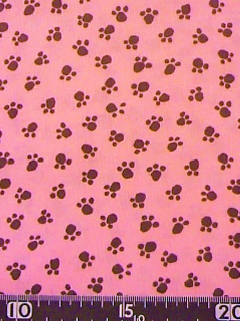 ピンク地ネコかイヌの足跡柄の布地
