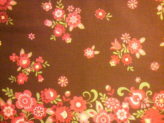 茶色地花柄の布地