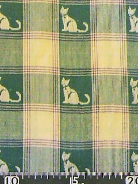 猫とチェック柄の布地