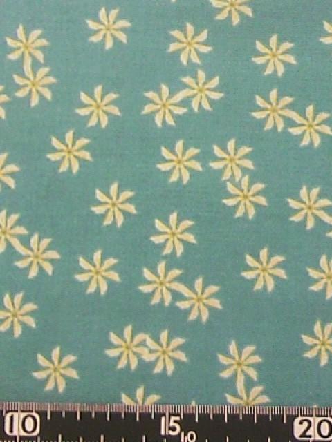 水色地白い花柄の布地