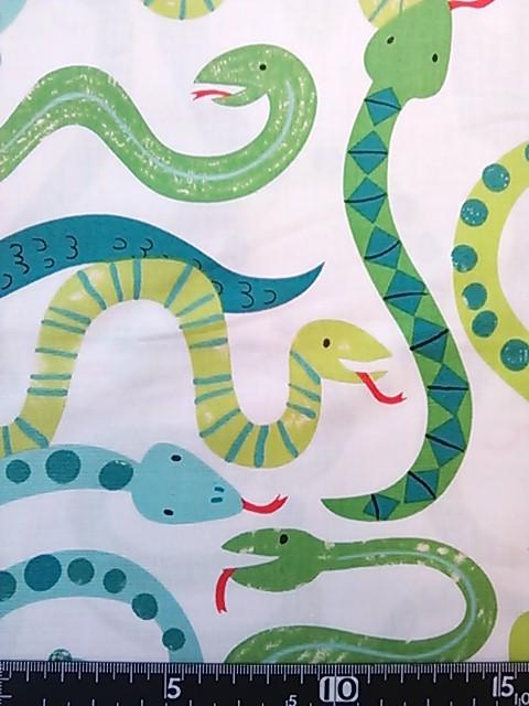 ヘビ柄の布地