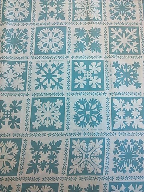白地水色ハワイアンキルト柄の布地