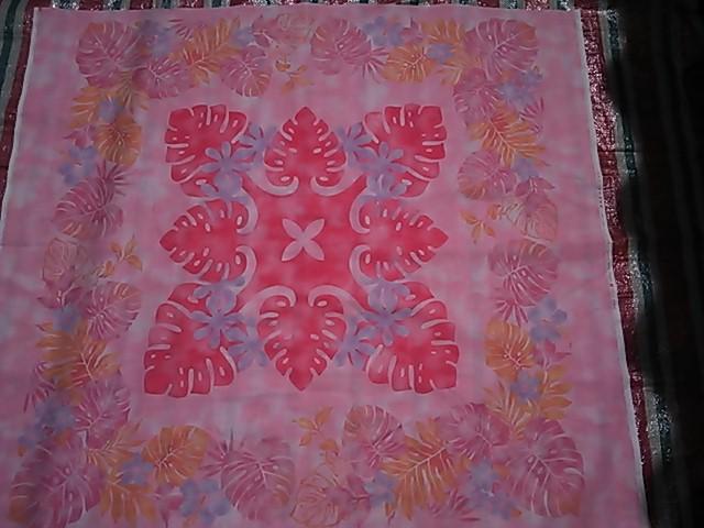 ピンクのハワイキルト柄の布地