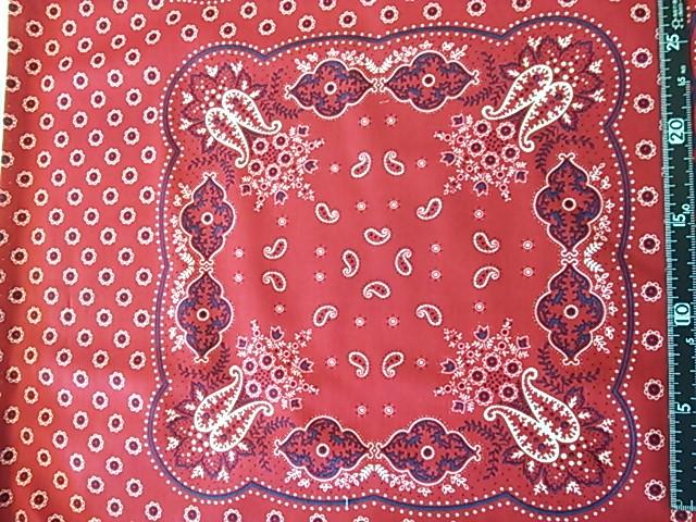 赤いバンダナ柄の布地