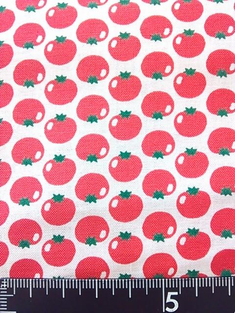 白地トマト柄の布地