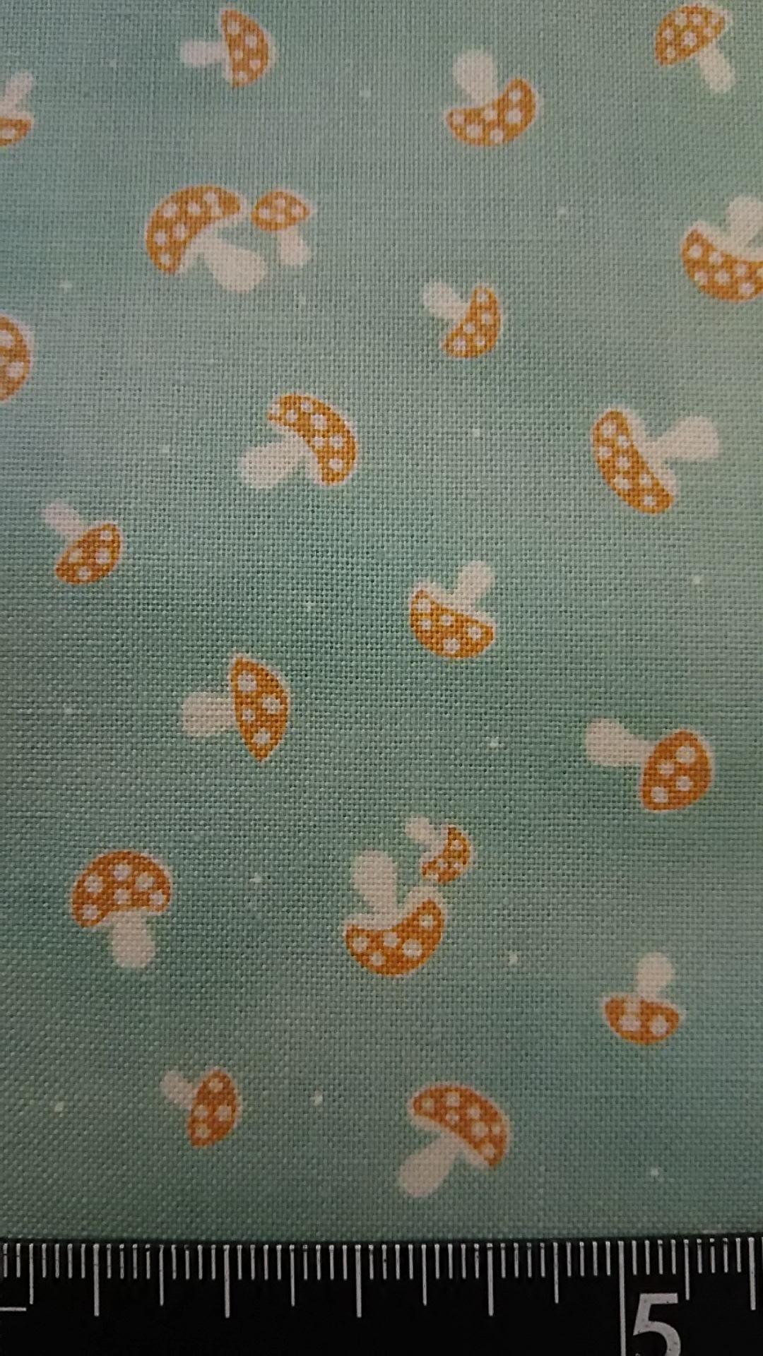 水色地キノコ柄の布地