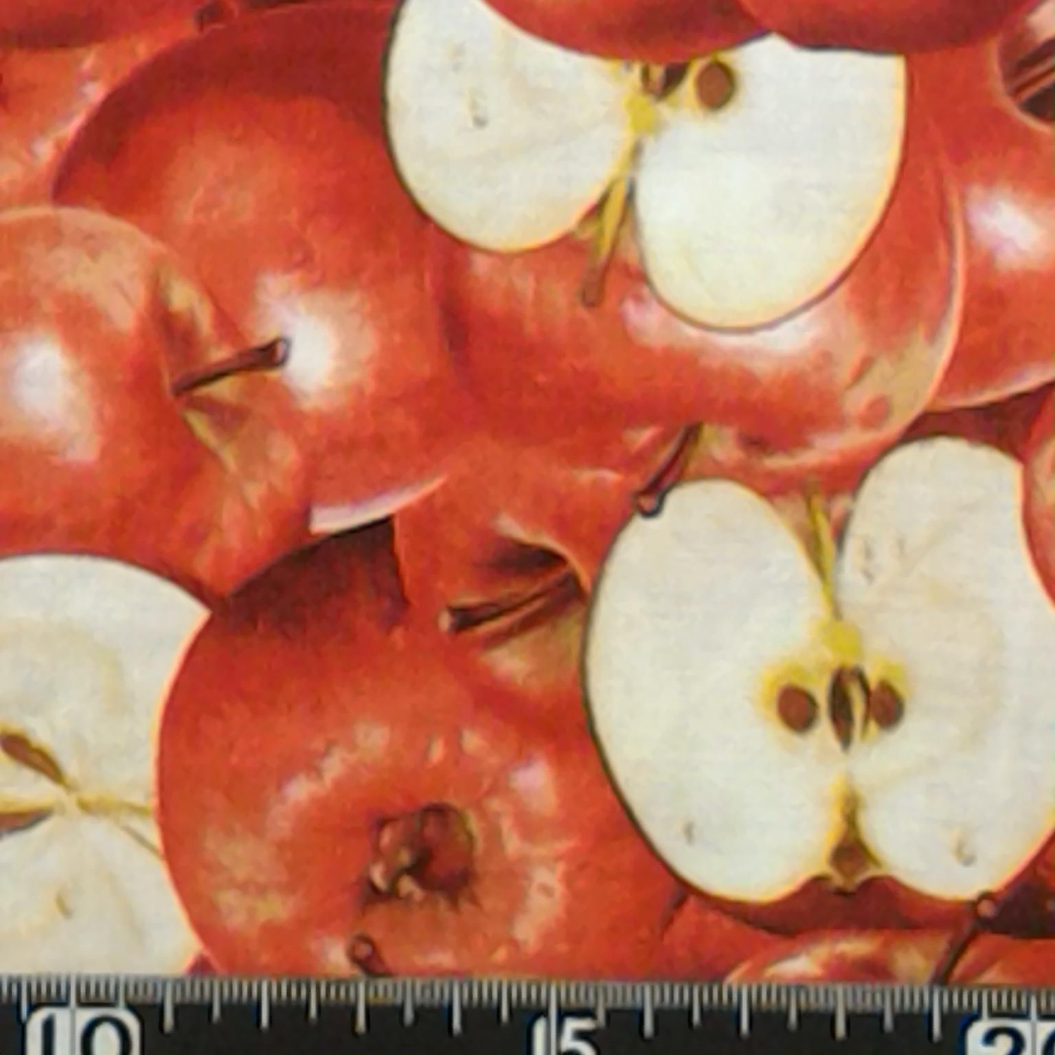 リンゴ柄の布地