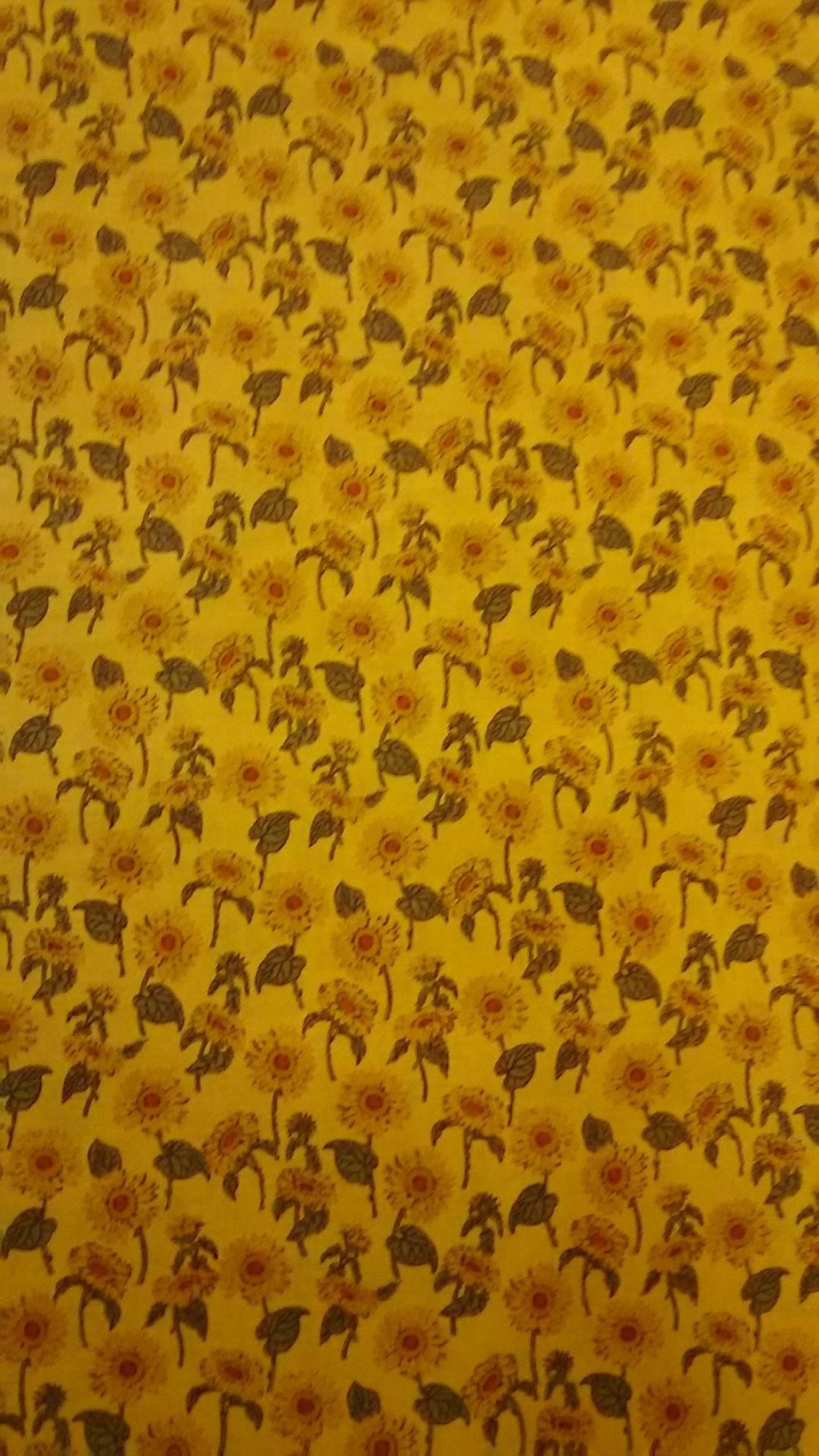 黄色地ヒマワリ柄の布地